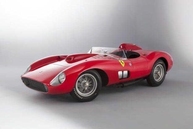 Продадоха Ferrari 335 S за 32 милиона евро на търг в Париж