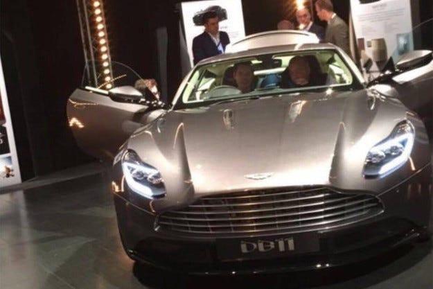 Разсекретиха дизайна на Aston Martin DB11 преди премиерата