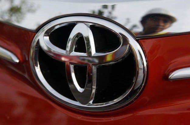 Toyota отзовава близо 3 млн. автомобила в цял свят