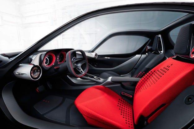 Opel GT Concept показва визия за интериора на бъдещето