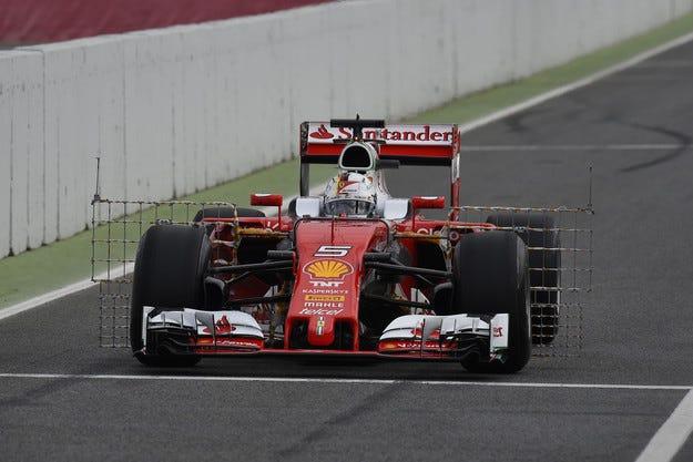 Ferrari или Mercedes? Това е въпросът!