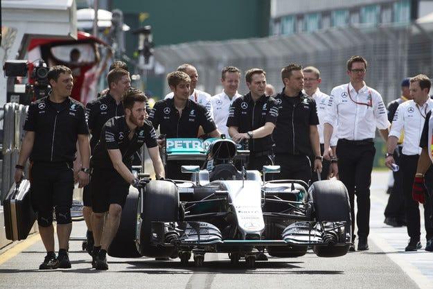 Гран при на Австралия: Хамилтън постави началото