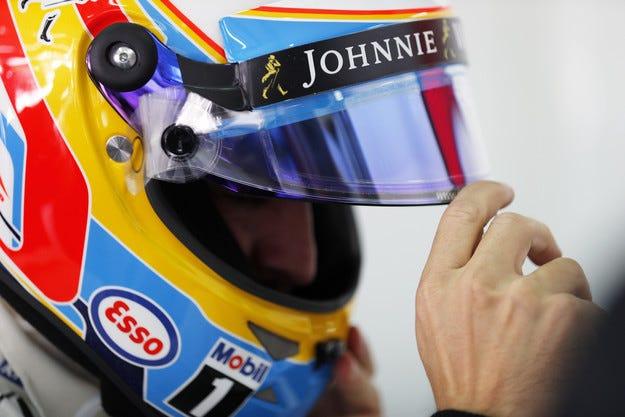Алонсо няма да кара в Бахрейн