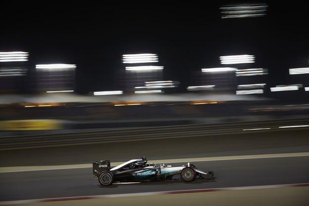 Гран при на Бахрейн: Хамилтън ще потегли от полпозишън