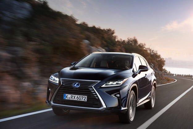Lexus продаде милионния си хибриден автомобил