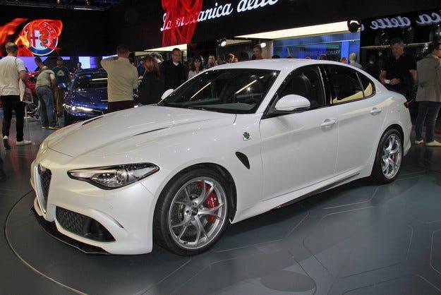 Първият седан Alfa Romeo Giulia слезе от конвейера