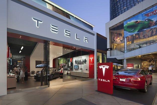 Tesla разработва безпилотен обществен транспорт