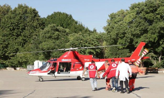 Хеликоптер спасява ученик, пострадал при игра на футбол