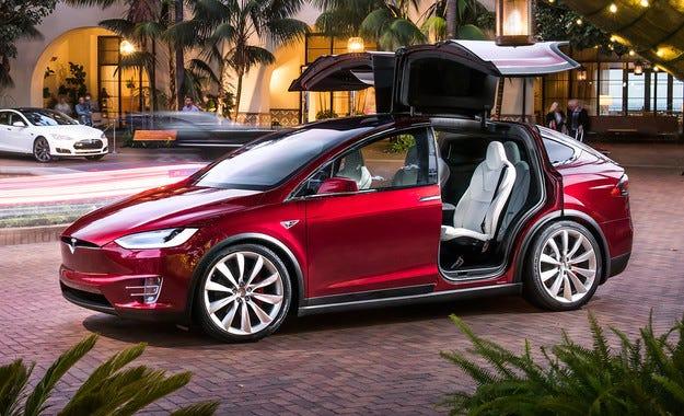 Обвиниха Tesla за дефекти в кросоувъра Model X