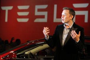 Илън Мъск разкри новите моменти за автопилота на Tesla