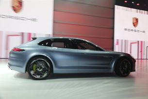 Porsche ще представи комбито Panamera в Женева