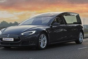 От седана Tesla Model S направиха VIP катафалка