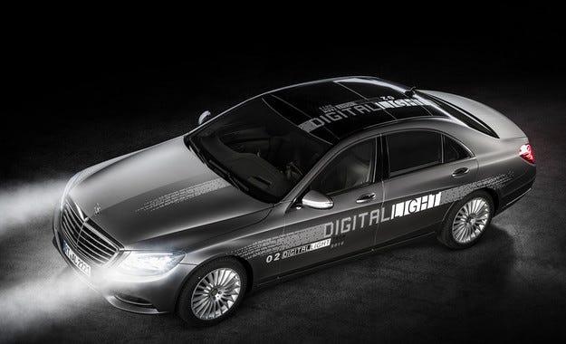 Mercedes показа оптика с милиони микро огледала