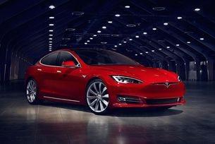 Главен специалист на Apple ще създава автопилот за Tesla