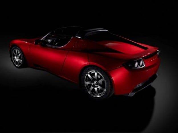 Tesla инвестира $250 млн. в седан с електромотор