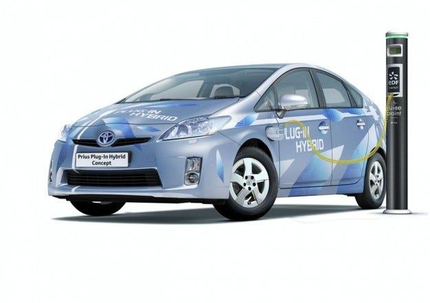 Toyota Prius Plug-in Hybrid Concept: Със 100 км/ч