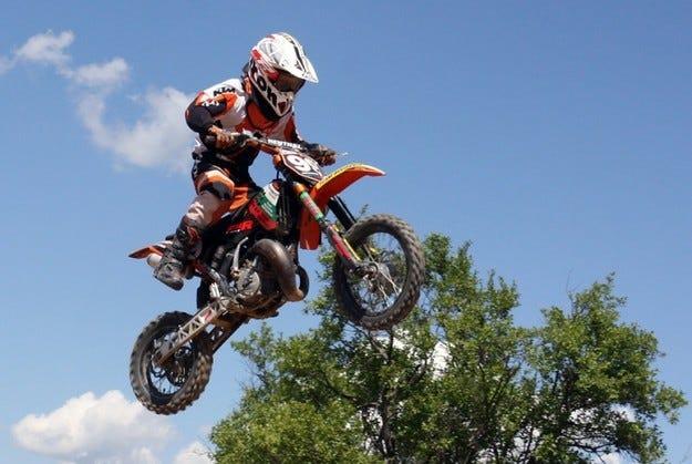 Мотокрос: Иван Петров е европейски шампион
