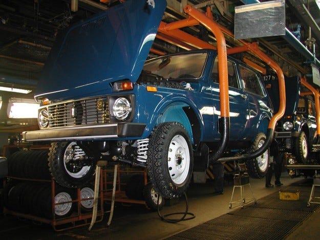 АвтоВАЗ съкращава четвърт от работниците