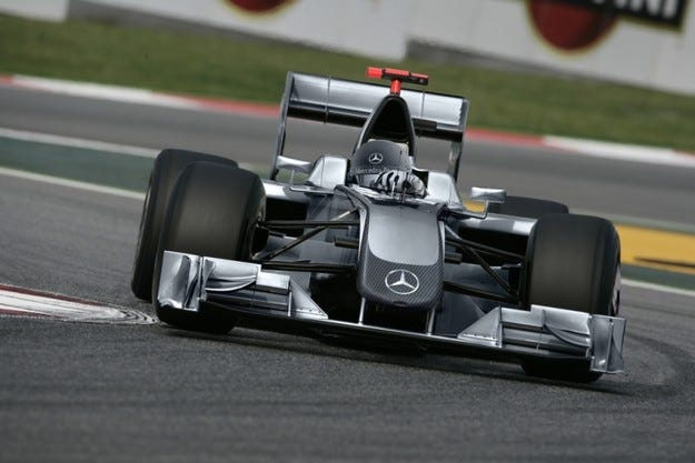 Mercedes избра Конуей и Ериксон за теста на Херес