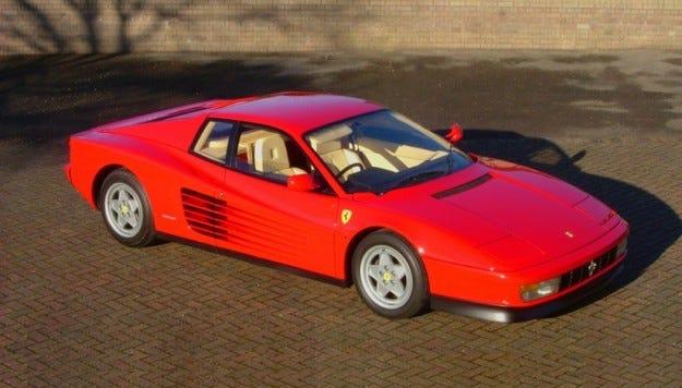 Ferrari Testarossa донесе на собственика си рекордна глоба
