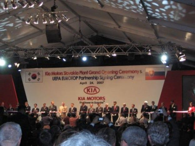Kia: Бляскава церемония по случай откриването на първия си завод в Европа
