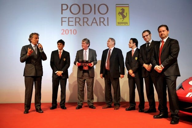 Ferrari удостои Shell с президентска награда за техническо партньорство