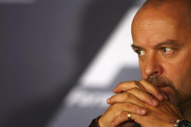 Гаскойн остава в Lotus до 2015