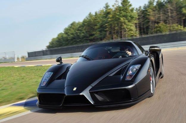 Това Ferrari Enzo беше бракувано след тежък инцидент