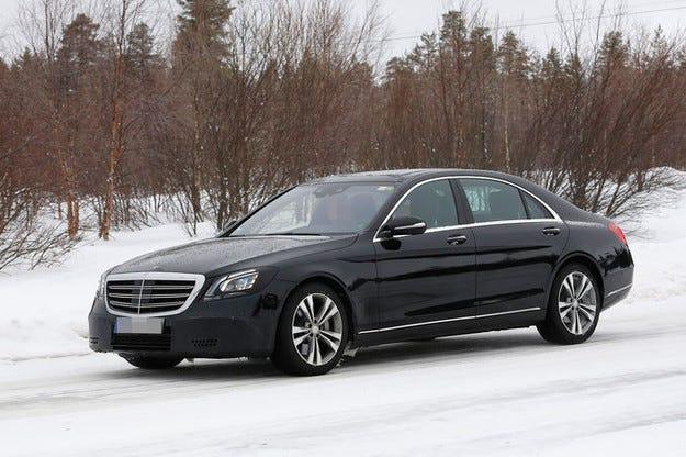 През 2017 луксозният лайнер Mercedes S-класа променен
