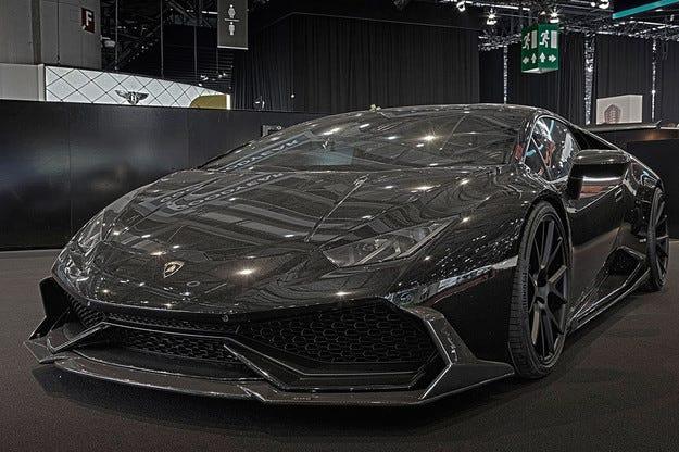 Lamborghini Huracan с аеродинамичен бодикит от карбон