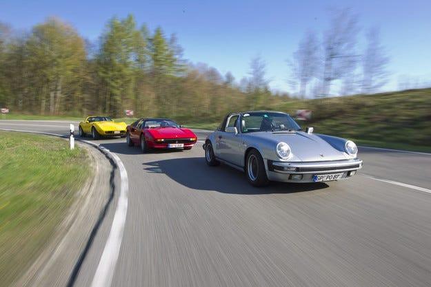 Chevrolet Corvette C3, Ferrari 308 GTSi, Porsche 911 Carrera Targa: Небе над главите