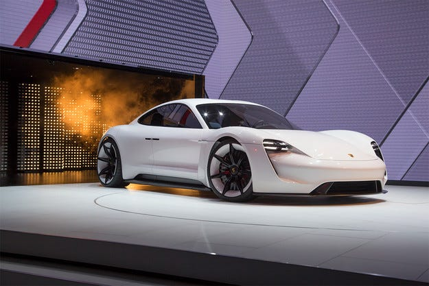 Първият електромобил Porsche ще прилича на Mission E