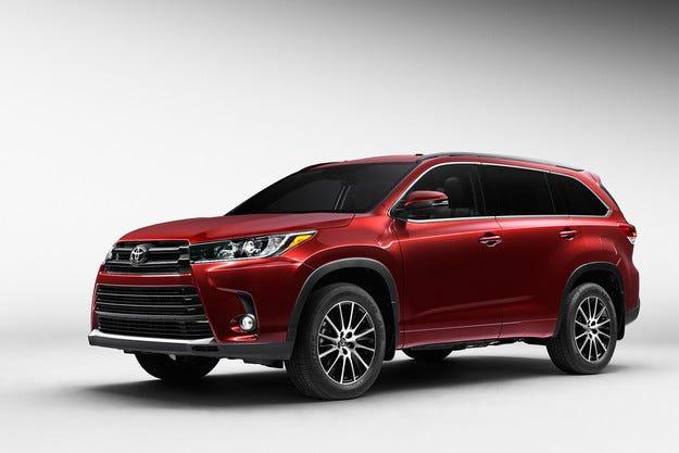 Разсекретиха обновен Toyota Highlander преди премиерата