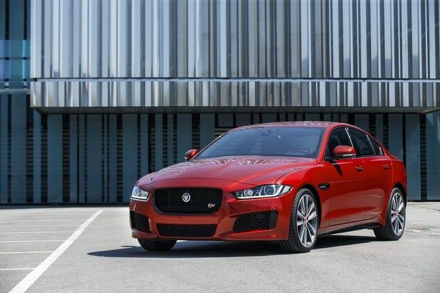 Jaguar XE AWD вече със спецификаци и налични цени