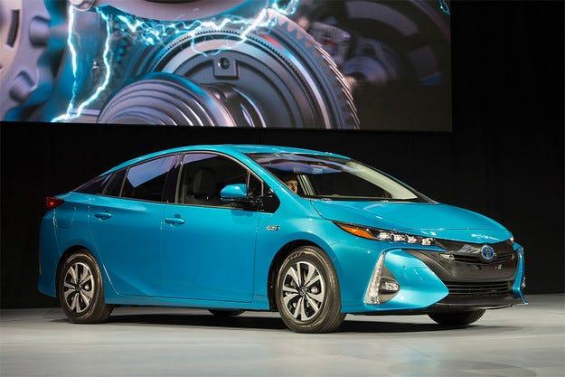 Toyota Prius може да се зареди от мрежата за 140 минути