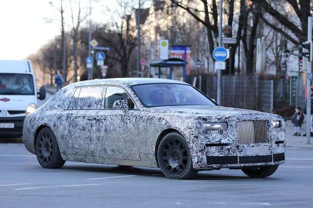 Rolls-Royce Phantom: Луксозен лайнер с техника  на Серия 7