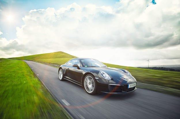 DTE Porsche 911 Carrera S II лети с 462 конски сили