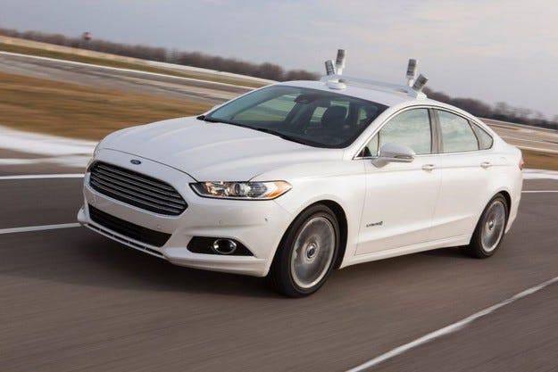 Автопилотът на Ford управлява през нощта без фарове