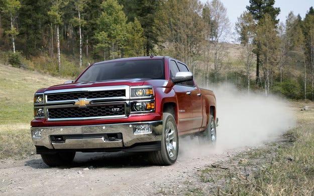 General Motors отзовава над един милион пикапа по света
