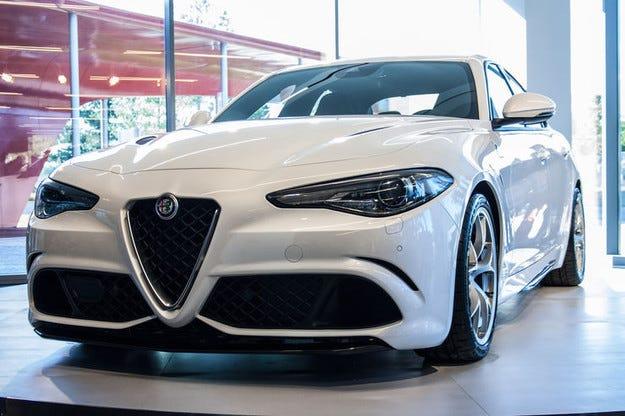 Alfa Romeo Giulia (2016) с нов турбо бензинов мотор