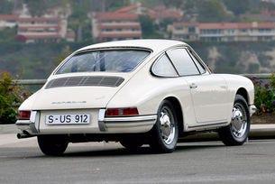 Уникалният прототип Porsche 912 от 1965 г. отива на търг