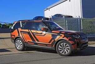 Land Rover Discovery 2017: SUV семейството се множи
