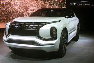 Mitsubishi направи хибриден кросоувър с три електромотора