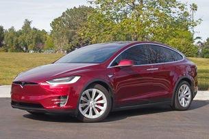 Tesla съкращава от гамата на Model X базовия 60D