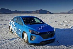 Хибридът Hyundai Ioniq постави рекорд на скорост на FIA
