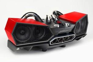 Докинг станцията Esavox Lamborghini гали ухото