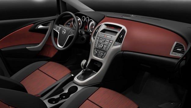 Opel Astra интериор