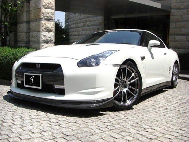 Abflug Nissan GT-R