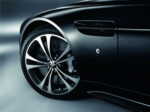Aston Martin DBS и V12 Vantage Carbon Black