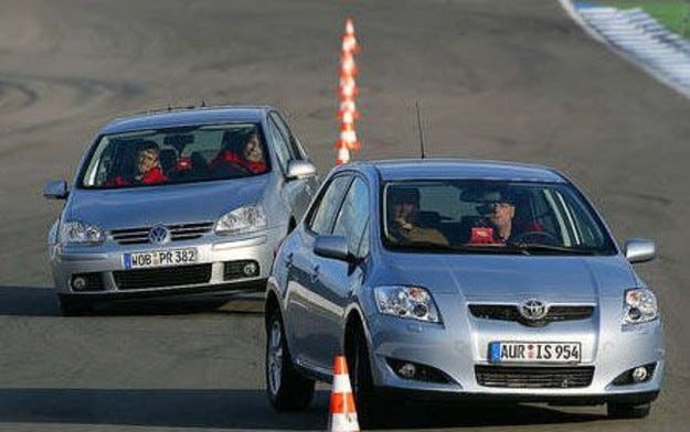 Toyota Auris срещу VW Golf